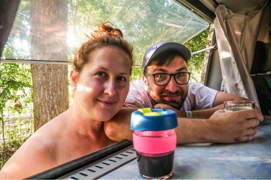 káva v karavane